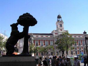Imagen de la estatua del oso y el madroño en la puerta del sol