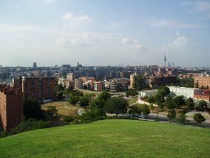 Imagen de un parque con vistas a madrid