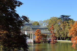 Imagen del lago y el palacio de cristal del retiro