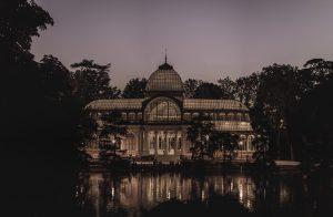 Imagen del palacio de cristal del parque del retiro