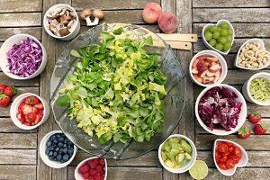 Imagen de ingredientes de una ensalada vegetariana