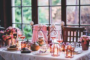 Mesa preparada para la cena de Navidad