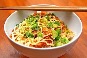 Imagen de un plato de fideos chinos