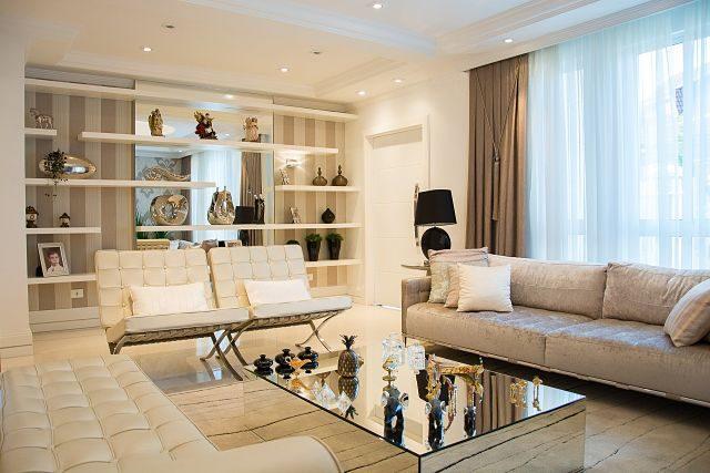 Imagen de un salón moderno en colores crudos