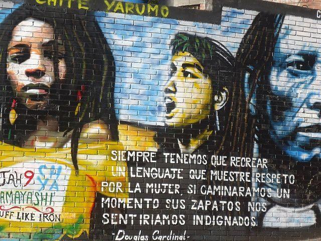Imagen de una pintura en la pared a favor de los derechos de las mujeres