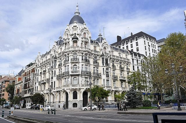 Imagen de un edificio clásico de Madrid