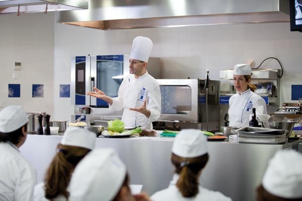 Clases de cocina en madrid shmadrid for Escuelas privadas de cocina